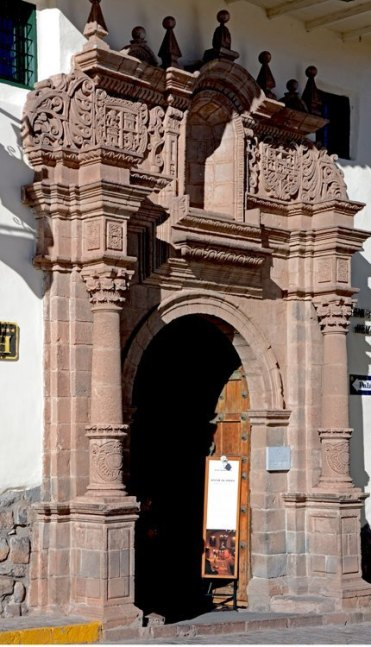Portada del Convento de las Nazarenas. Belmond Monasterio