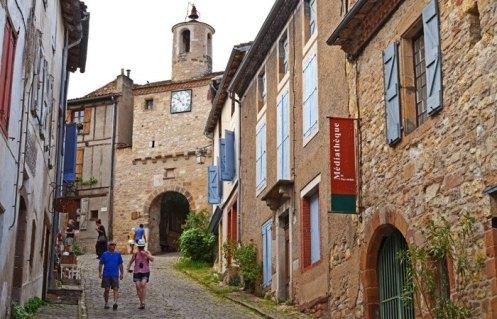 Porte de l'Horloge desde la Grand Rue de l'Horloge