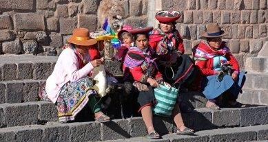 Plaza de San Blas. Indígenas en la Escalera de la Iglesia