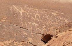 Petroglifos e inscripciones tamúdicas