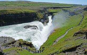 El río Hvita tras salir de Gullfoss forma un cañón de basalto