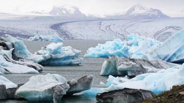 El glaciar alimenta la formación de icebergs constantemente