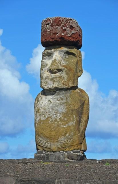 Moai con pukao (un tocado típico de peinado polinésico)