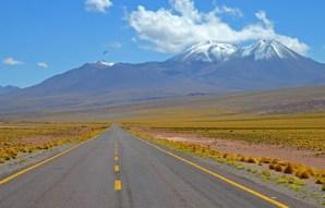 Ruta 23: al fondo volcán Miscanti