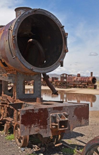 """Locomotoras a Vapor oxidadas en el """"Cementerio de Trenes"""""""