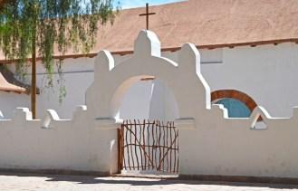 San-Pedro-de-Atacama-03-Iglesia-Cerca-(4)