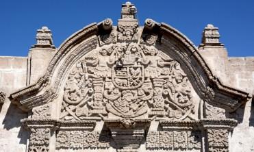 Arequipa. Frontón de la Casa del Moral