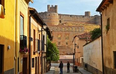 Fachada de Palacio y fortaleza artillera