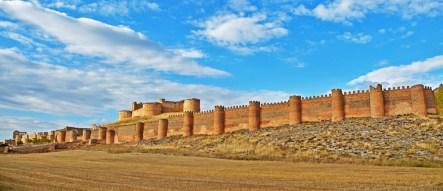Murallas medievales (S.XII) y fortaleza artillera (S.XVI)