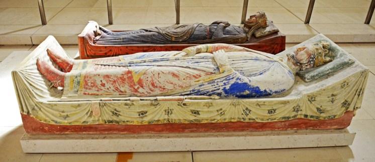 Sepulcros de Ricardo Corazón de León e Isabel de Angulema