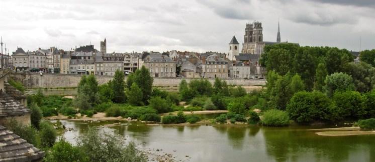 La Ciudad y la Catedral de Orleans desde el Loira