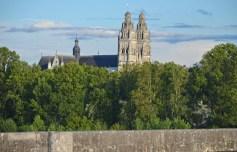 Catedral de Tours desde el Loira
