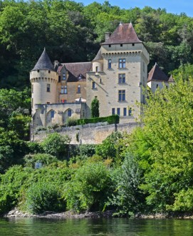 El Dordoña a su paso por el Château de la Malaltrie
