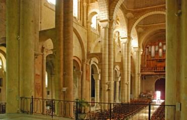 Nave central - Eglise de Saint-Hilaire
