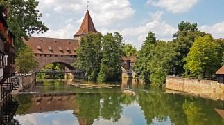Torre Schayer de las Murallas de Núremberg desde el Puente Maxbrúcke