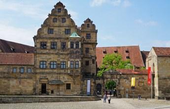 La Bella Puerta (Schöne Pforte) que da acceso al Hofhaltung