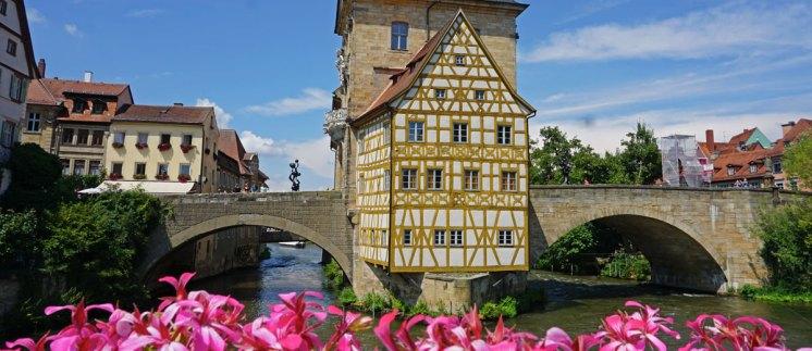 El Antiguo Ayuntamiento sobre el río Regnitz
