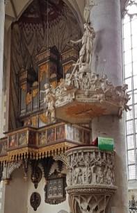 Iglesia Santiago (Púlpito y Órgano)