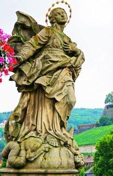 Escultura de Nuestra Señora - Puente Viejo