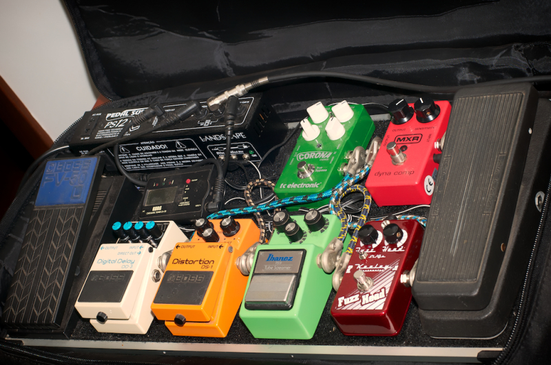 How to assemble a guitar pedalboard