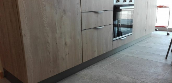 cucina lineare - dettaglio basi