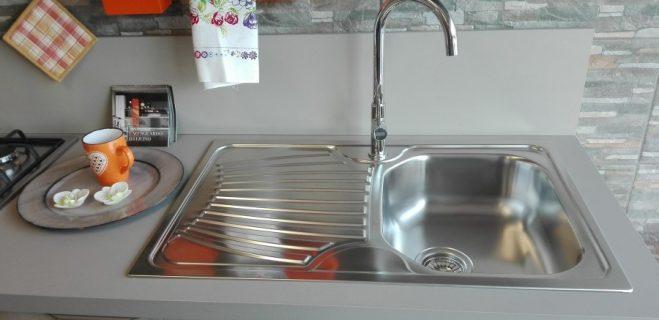cucina lineare - dettaglio base lavello