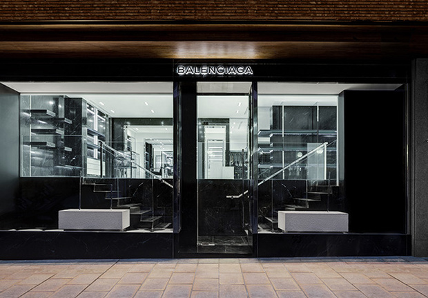 balenciagas-new-boutique-in-madrid outside