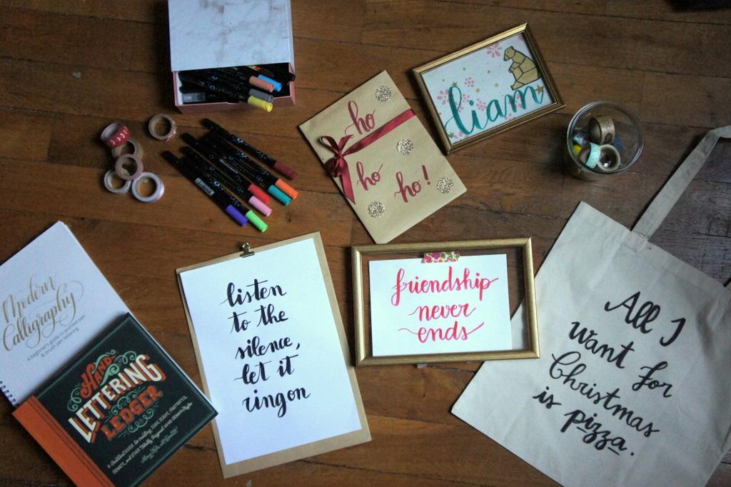 idée-cadeau-diy-tuto-cadeau-de-noel-calligraphie-tote-bag-affiche