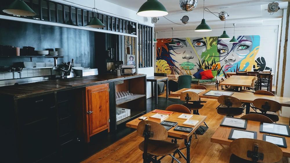 le bar le café des trois à lyon