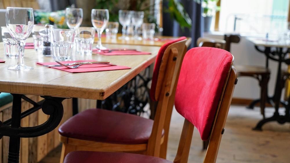 décoration chaise rouge restaurant café anne
