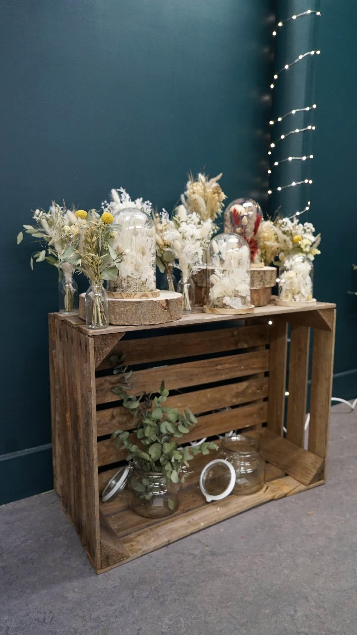 fleurs séchées en bouquet et sous cloche au village des créateurs