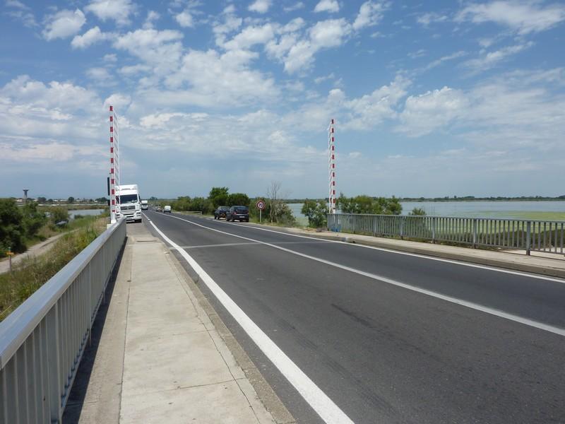 Rejoindre le canal juste après le panneau 70 km/h