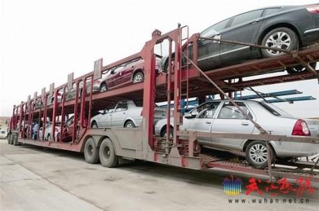 Dangerous car transport in China