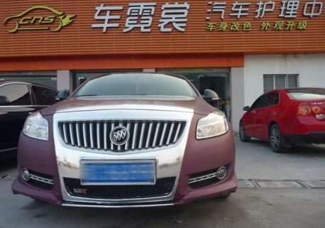 Buick Regal in matte-purple & silver in China