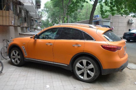 Infiniti FX35 is very Orange in China