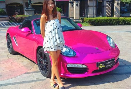 Porsche Boxster in metallic-pink in China