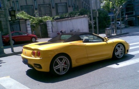 Ferrari F360 Spider in Yellow in China