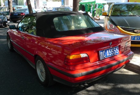 Spotted in China: a perfect E36 BMW 325i Convertible