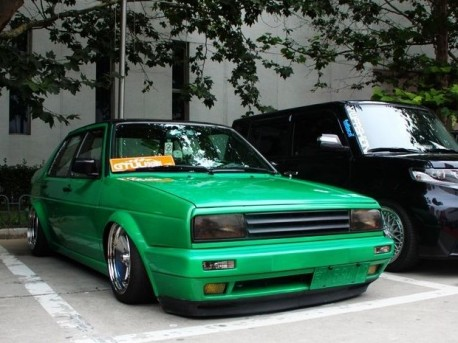 Volkswagen Jetta is a lowrider in China