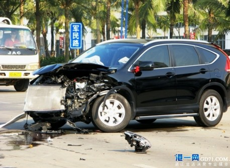 Crash Time China: Maserati GT vs Honda CR-V