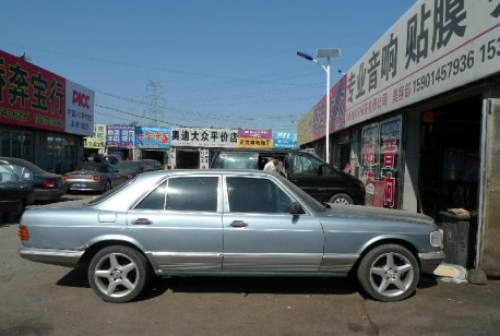 Spotted in China: W126 Mercedes-Benz 560 SEL