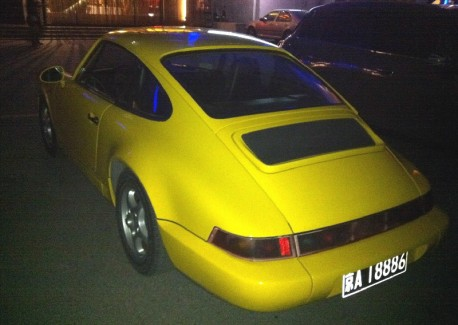 Spotted in China: 964 Porsche 911 in Yellow