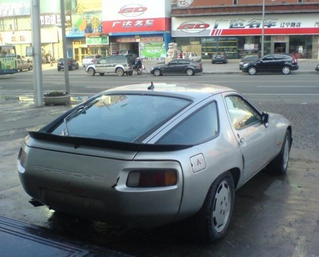 Spotted in China: Porsche 928 in Silver