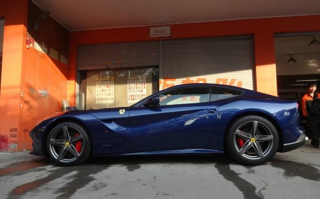 Ferrari F12berlinetta is Blue in China
