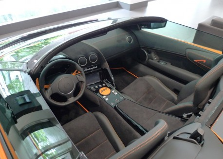 Spotted in China: Lamborghini Murcielago LP 650-4 Roadster