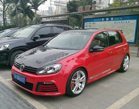 Volkswagen Golf GTI is pimped & red in China