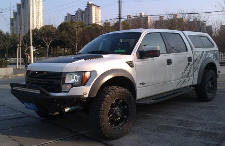 Spotted in China: Ford F-150 Raptor Crew Cab in white