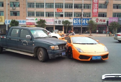 Crash Time China: Great Wall pickup truck vs Lamborghini Gallardo