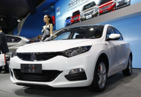 Chang'an Eado XT hits the Shanghai Auto Show in white