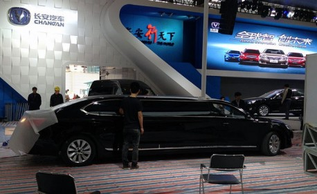 Chang'an is going crazy for the Shanghai Auto Show with giant Raeton limousine